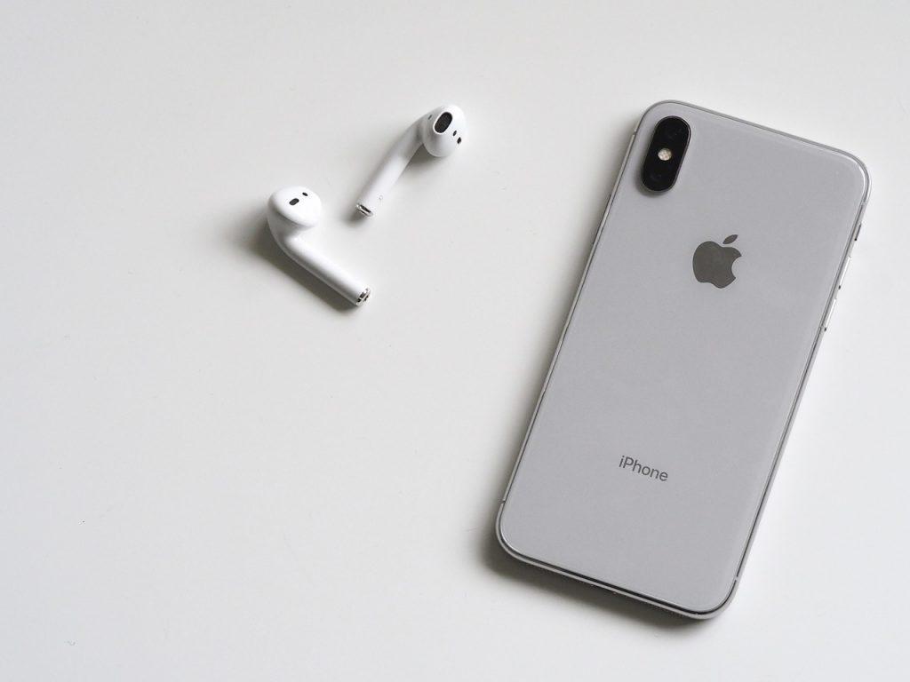 iPhone 11 vs iPhone 11 Pro.